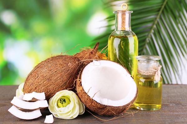 Công dụng và cách làm đẹp với dầu dừa nguyên chất