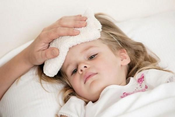 4 cách để hạ sốt nhanh cho bé mà mẹ nào cũng phải biết