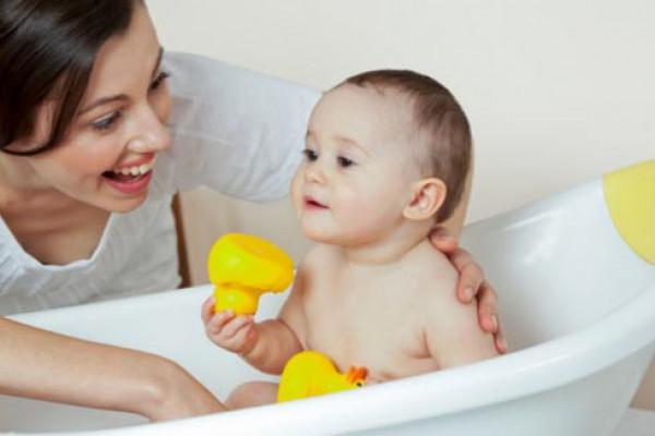 Tinh dầu tràm có tác dụng gì cho mẹ và bé - Cách sử dụng xông hơi dầu tràm