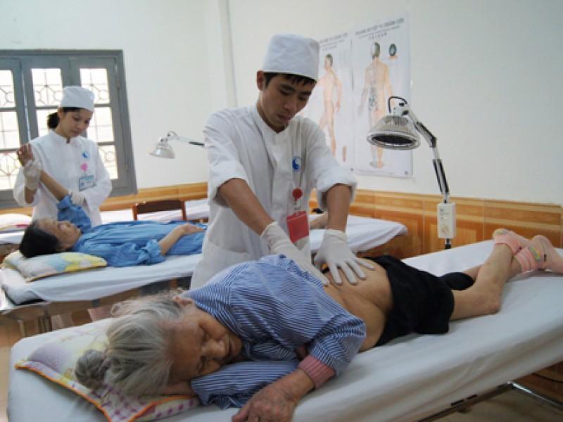 Hướng dẫn cách chăm sóc cho người bị lở loét, hoại tử da do nằm lâu