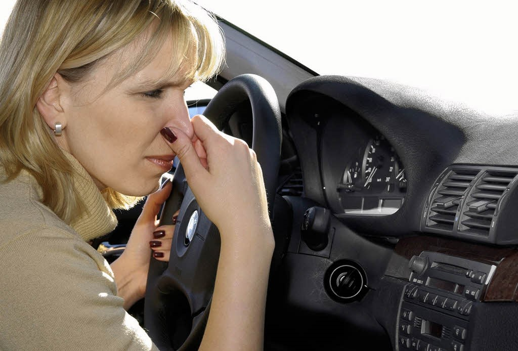Mùi hôi từ xe hơi