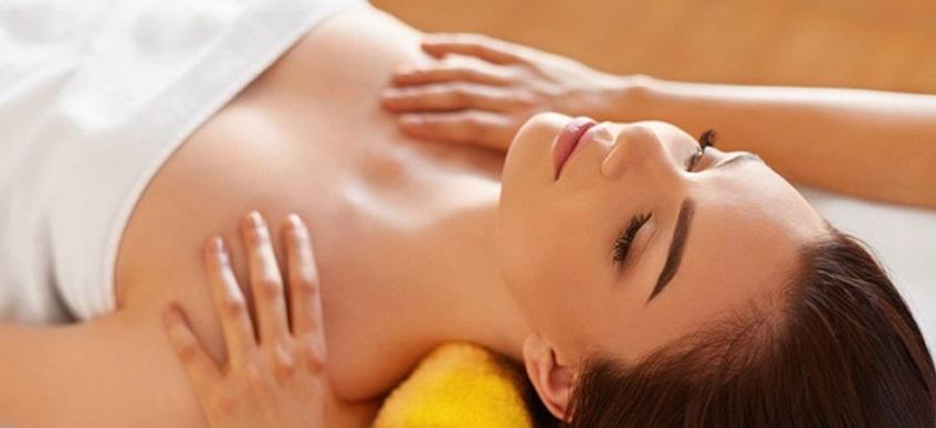 Massage toàn thân với tinh dầu cam