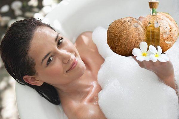 Dưỡng trắng da với tinh dầu dừa
