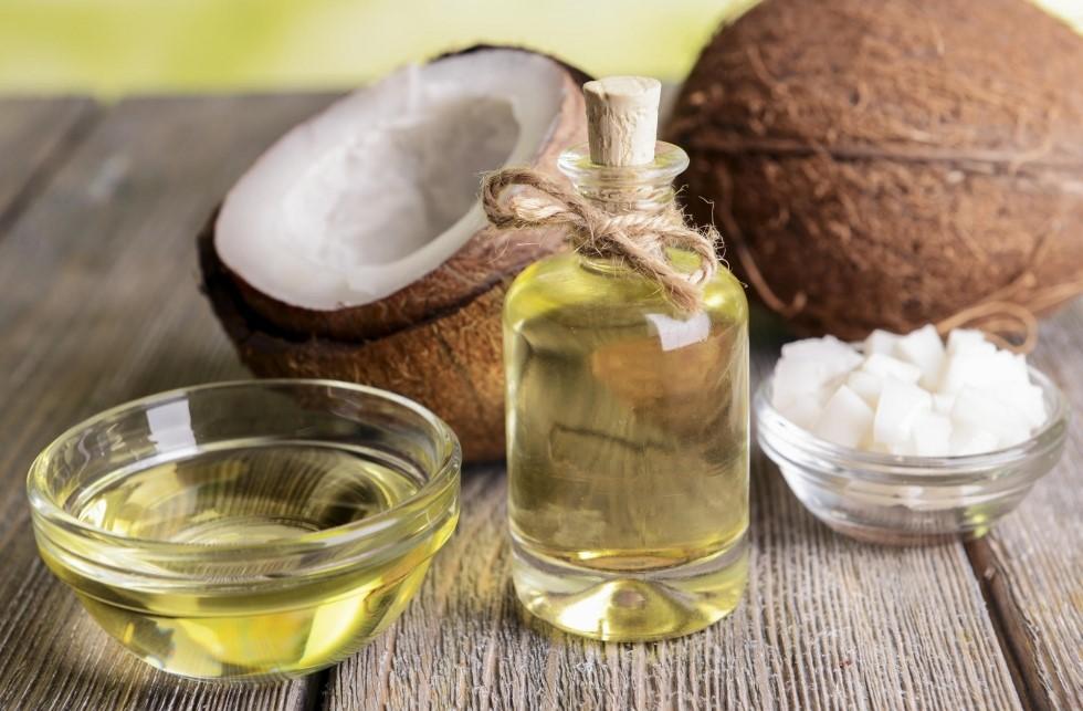 Sử dụng tinh dầu dừa nguyên chất điều trị sẹo hiệu quả